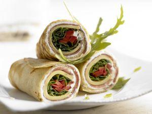 Pfannkuchen-Wraps mit Käse und Schinken