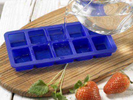 Alkoholfreie Erdbeerbowle: Zubereitungsschritt 2