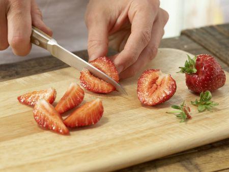 Ananas-Erdbeer-Teller mit Nuss-Dip: Zubereitungsschritt 3