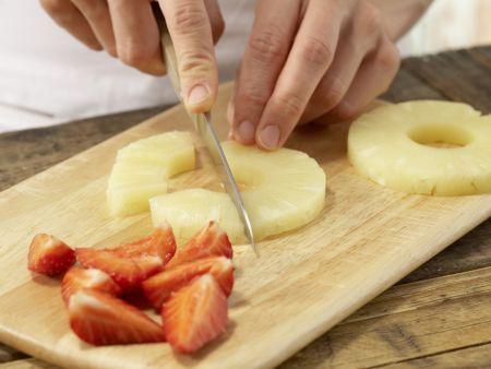 Ananas-Erdbeer-Teller mit Nuss-Dip: Zubereitungsschritt 4