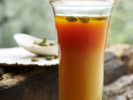 Apfel-Karotten-Saft mit Kardamom und Honig