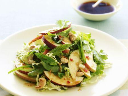 Apfel-Kräuter-Salat auf Thai-Art