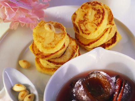 Apfelküchlein mit Mandelblättchen und Zwetschgenkompott