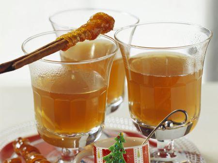Rezept: Apfelpunsch mit Karamell-Zimtstange