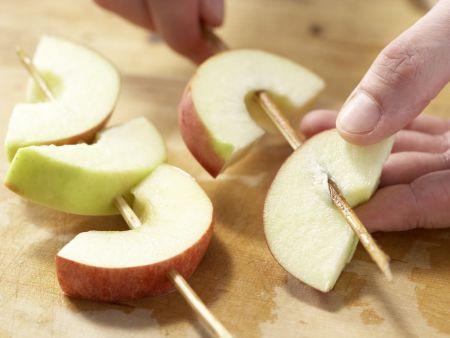 Apfelspieße in Mandelkaramell: Zubereitungsschritt 4