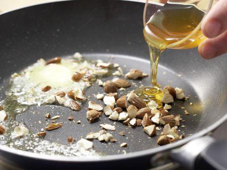 Apfelspieße in Mandelkaramell: Zubereitungsschritt 5