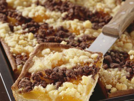 Aprikosen-Blechkuchen mit Rumstreuseln
