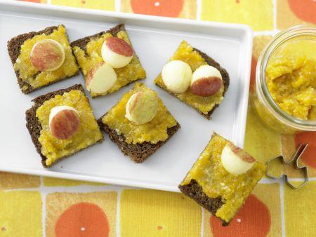 Aprikosenaufstrich mit Mandeln