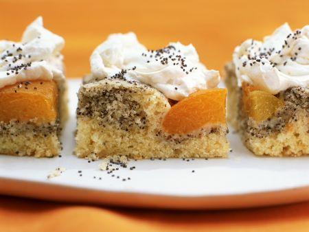 Aprikosenkuchen mit Mohn