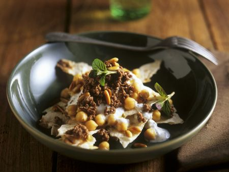 Arabisches Fladenbrot mit Lamm und Joghurt