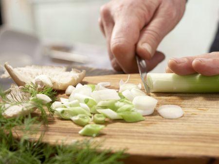 Asiatische Gemüsenudeln: Zubereitungsschritt 1