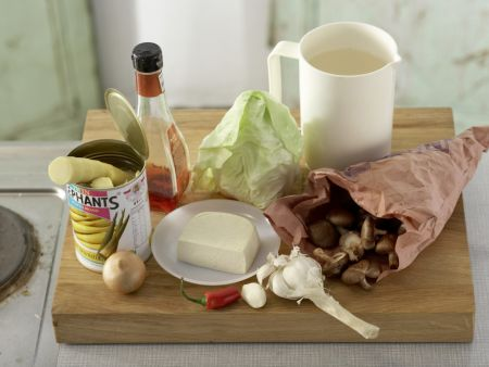 Asiatische Kohlsuppe: Zubereitungsschritt 1