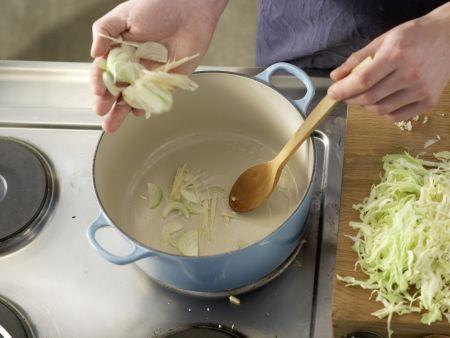 Asiatische Kohlsuppe: Zubereitungsschritt 11