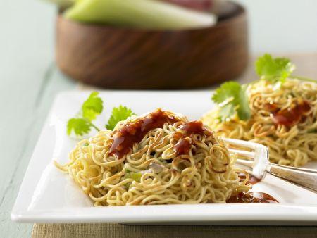 Asiatische Nudeln mit Hühnchen und Ingwer-Orangen-Soße