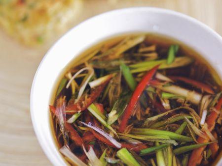 Rezept: Asiatische Sojasauce mit Frühlingszwiebeln