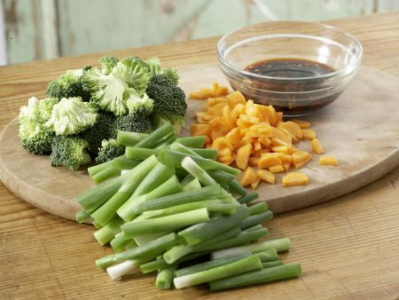 asiatisches fondue mit dips rezept eat smarter. Black Bedroom Furniture Sets. Home Design Ideas