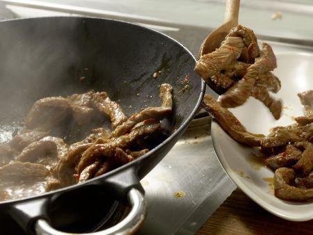 Asiatisches Rindfleisch aus dem Wok: Zubereitungsschritt 6