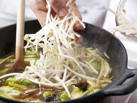 Asiatisches Spargel-Gemüse aus dem Wok: Zubereitungsschritt 10