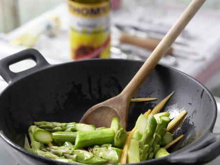 Asiatisches Spargel-Gemüse aus dem Wok: Zubereitungsschritt 7