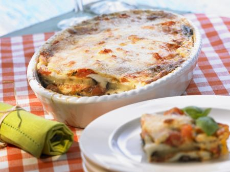 Auberginen-Tomaten-Gratin mit Mozzarella