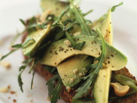 avocado auf vollkornbrot rezept eat smarter. Black Bedroom Furniture Sets. Home Design Ideas