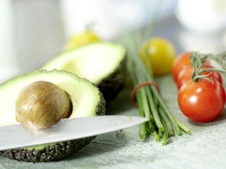 avocado crostini rezept eat smarter. Black Bedroom Furniture Sets. Home Design Ideas