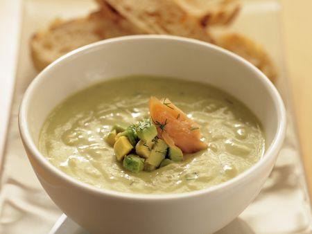 Avocado-Dill-Suppe mit geräucherter Forelle