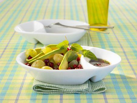 Avocado-Trauben-Salat mit Granatapfelkernen