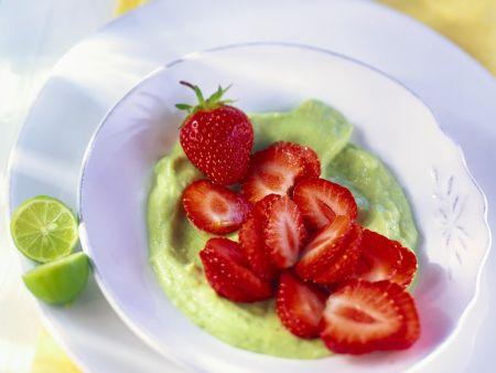 Rezept: Avocadopüree mit Erdbeeren