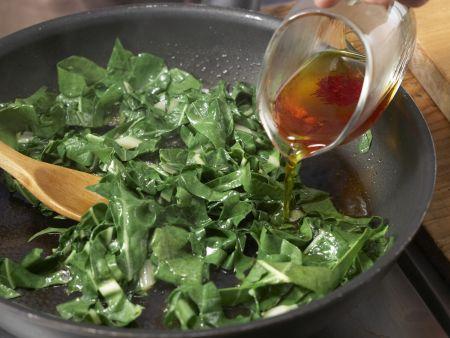 Backkartoffel mit Mangoldgemüse: Zubereitungsschritt 4