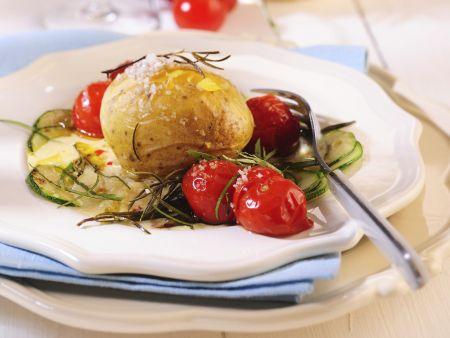 backkartoffeln mit mediterranem gem se rezept eat smarter. Black Bedroom Furniture Sets. Home Design Ideas