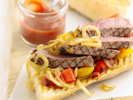 Baguette mit Steak, Paprika und Zwiebeln