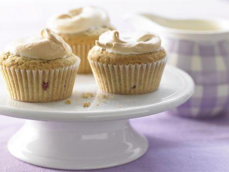 Baiser-Muffins mit Brombeeren
