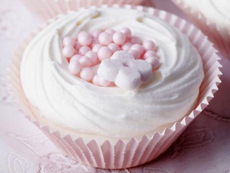 Rezept: Baiserküchlein mit Zuckerperlen