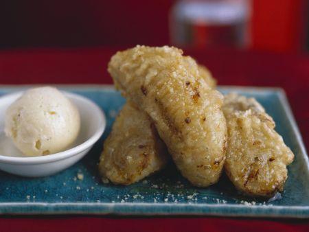 Bananen im Sesamteig mit Vanilleeis
