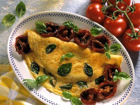 Basilikum-Omelett mit glasierten Tomaten