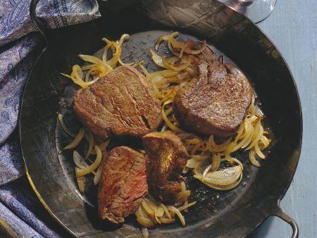 Beefsteak mit Zwiebelgemüse