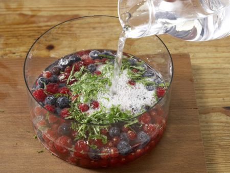 Beeren-Bowle: Zubereitungsschritt 7