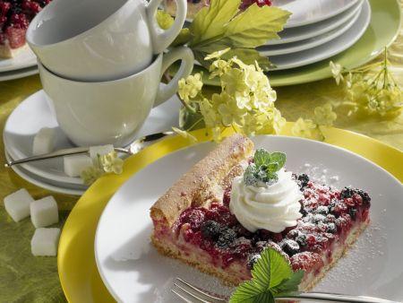 Beerenkuchen mit Marzipan