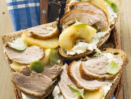 Belegte Brote mit Ente und Äpfeln
