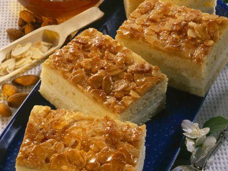 Rezept: Bienenstich mit Honig-Frischkäse