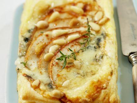 Birnen-Blauschimmelkäse-Tarte mit Pinienkernen