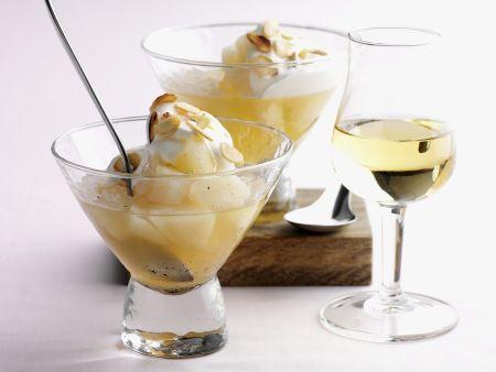 Birnen-Eis-Dessert mit Mandelblättchen