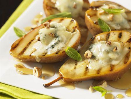 Rezept: Birnen mit Blauschimmelkäse, Nüssen und Honig