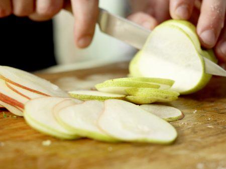 Birnen-Pizza mit Bündner Fleisch: Zubereitungsschritt 4