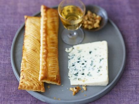 Birnen-Teigtaschen mit Roquefort und Walnuss-Pfeffer