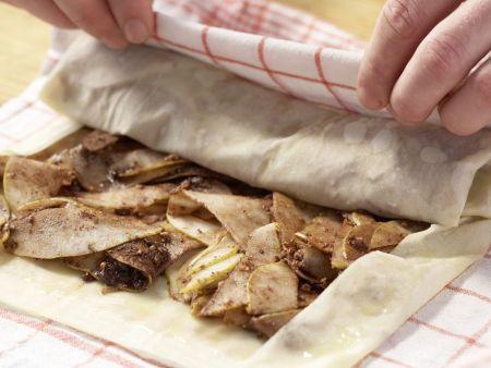 Birnenstrudel mit Haselnüssen: Zubereitungsschritt 6