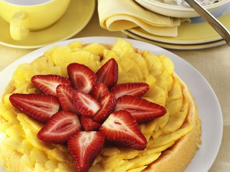 Biskuitkuchen mit Ananas