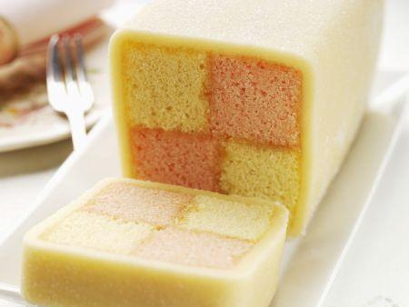 Biskuitkuchen mit Karomuster (Battenburg Cake)