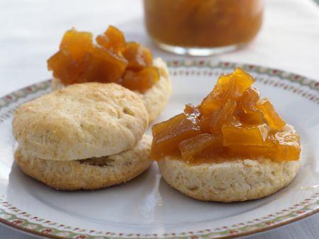 Biskuits mit Chutney aus Kürbis